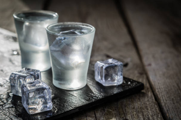 5 nguyên tắc phục vụ rượu mạnh trong nhà hàng