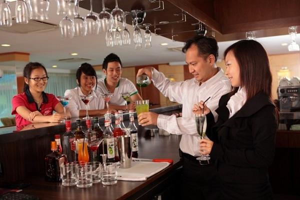 Nghiệp vụ nhà hàng - khách sạn là gì và những điều cần biết