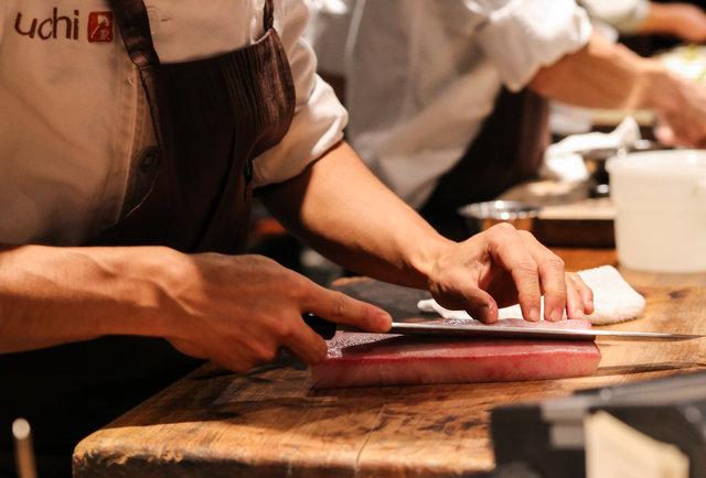 tại sao hầu hết đầu bếp ghét đeo găng tay khi nấu nướng