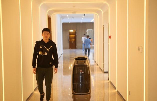 """Khách sạn thời 4.0 trang bị công nghệ """"đến tận răng"""" - việc làm nghề khách sạn có bị đe dọa"""