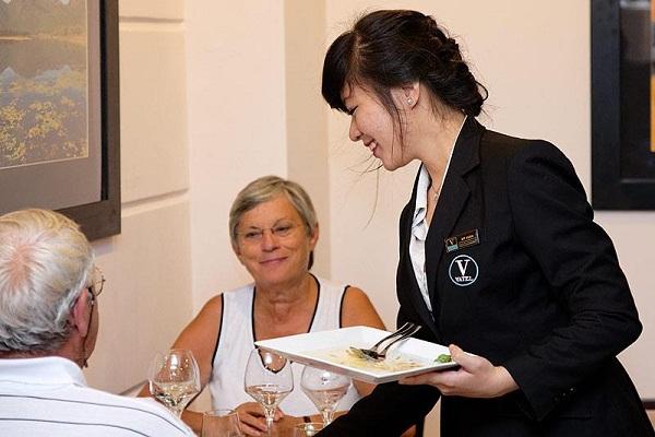 Con gái có nên học ngành Quản trị khách sạn?