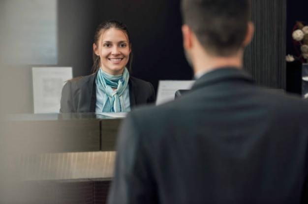 27 Tình huống Lễ tân khách sạn thường gặp và quy trình xử lý cần biết