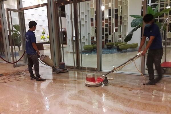 Kinh nghiệm đánh bóng sàn đá sạch bóng cho nhân viên khách sạn