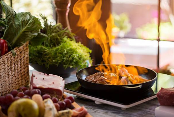 Flambe là gì? 4 Điều về Flambe không phải nhân viên bếp nào cũng biết