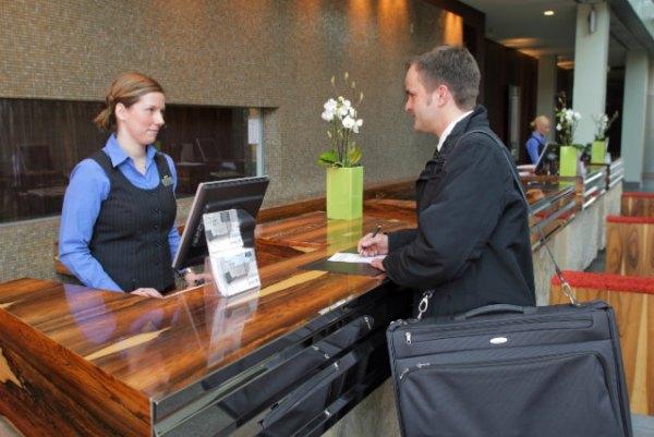 Check in và check out nghĩa là gì? Thủ tục trong khách sạn ...