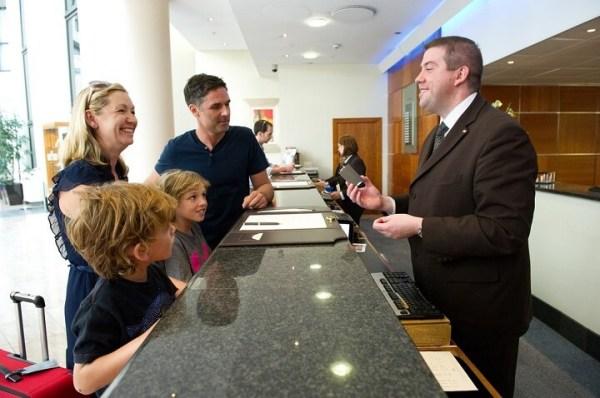 tiếng anh giao tiếp lễ tân khách sạn: một số mẫu câu cơ bản cần biết
