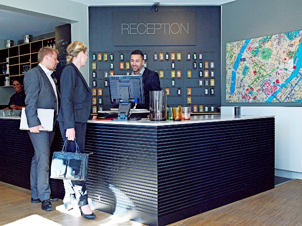 reception-la-gi-receptionist-la-gi