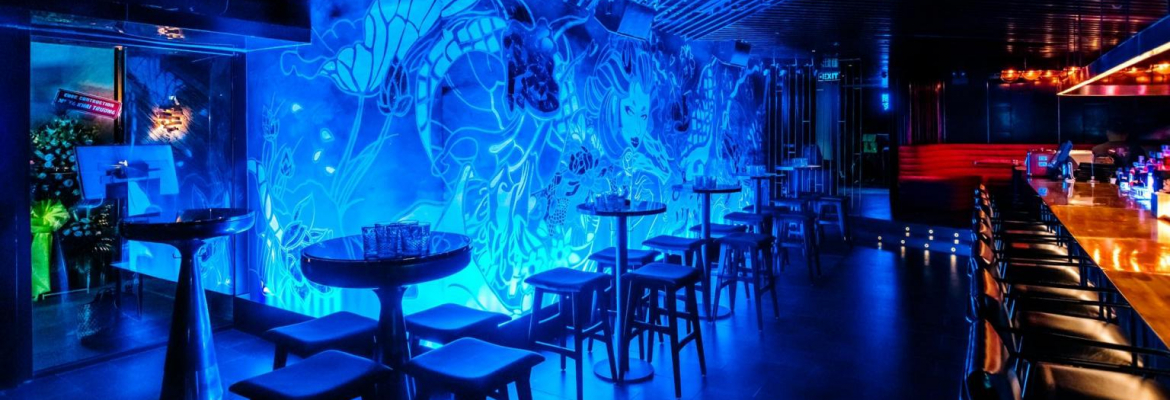 bar-back-glow-skybar-ca-toi