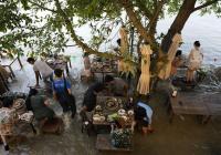 Có nhà hàng kinh doanh đắt khách mùa dịch lẫn mưa lụt